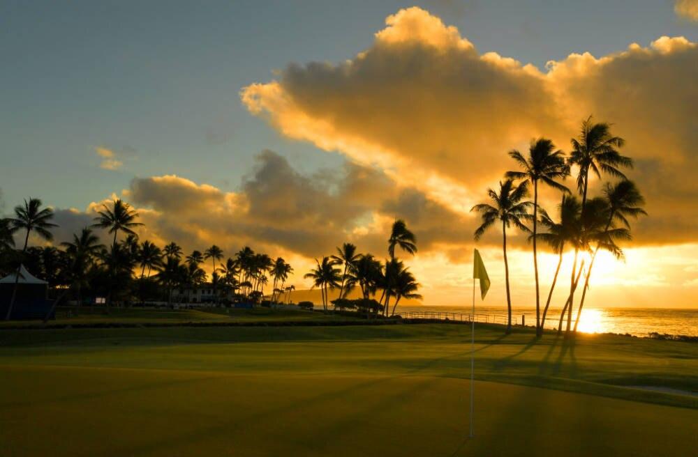 Solche traumhaften Sonnenaufgänge kann man morgens auf Hawaii erleben