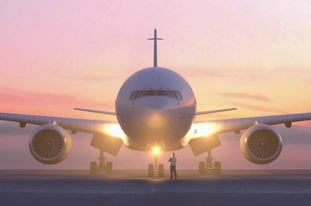 Flughafen bei Sonnenuntergang