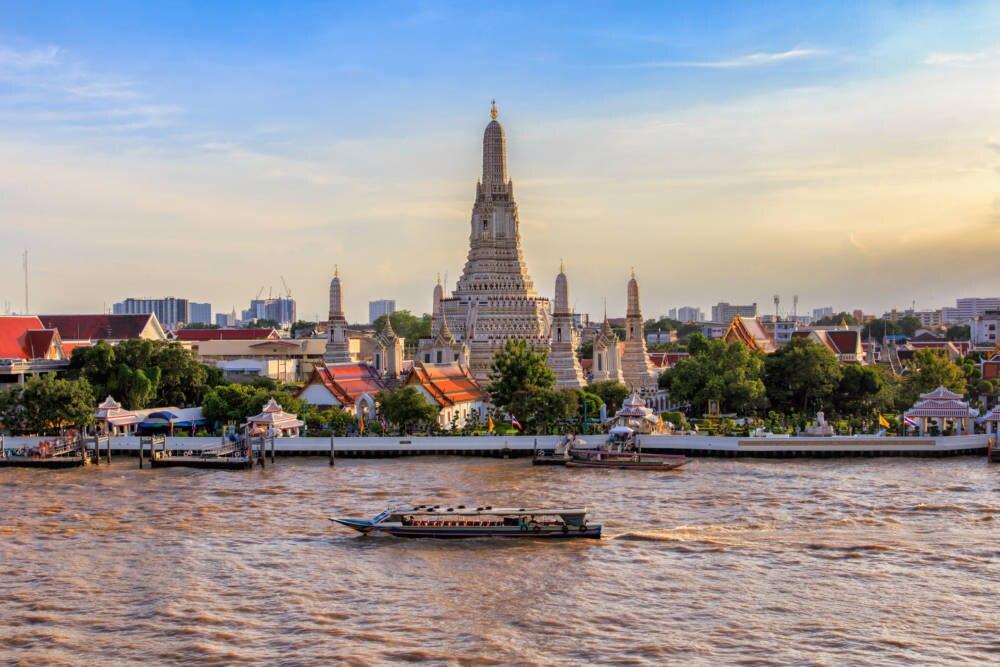 Wat Arun ist eines der Wahrzeichen von Bangkok. Besonders in großen Städten Thailands steigt die Kriminalität –Panik müssen Urlauber trotzdem nicht haben.