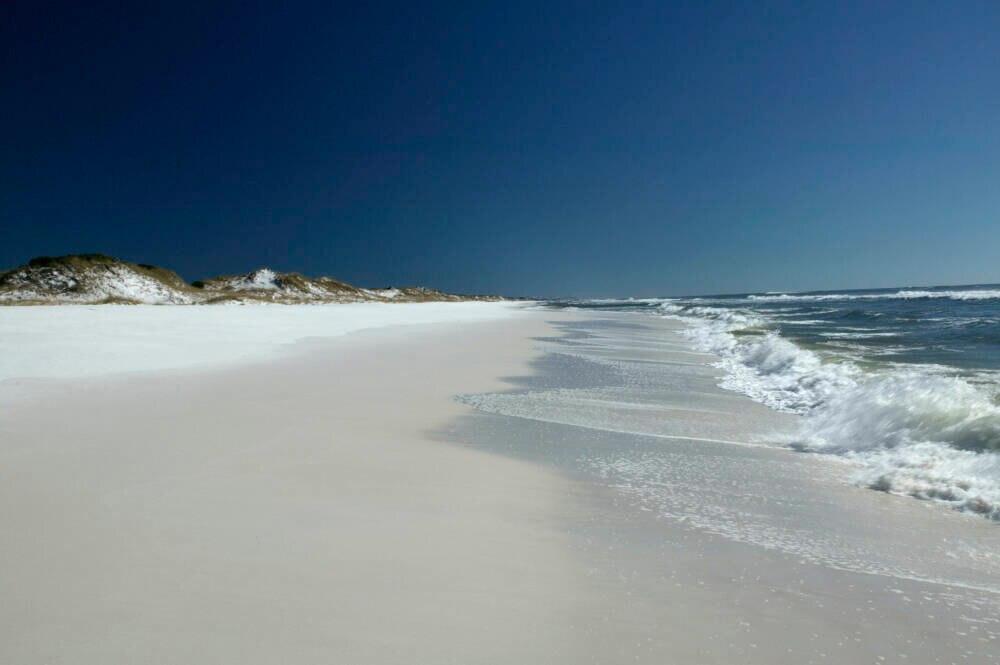 Der Grayton Beach in Florida beeindruckt mit perlweißem Sand