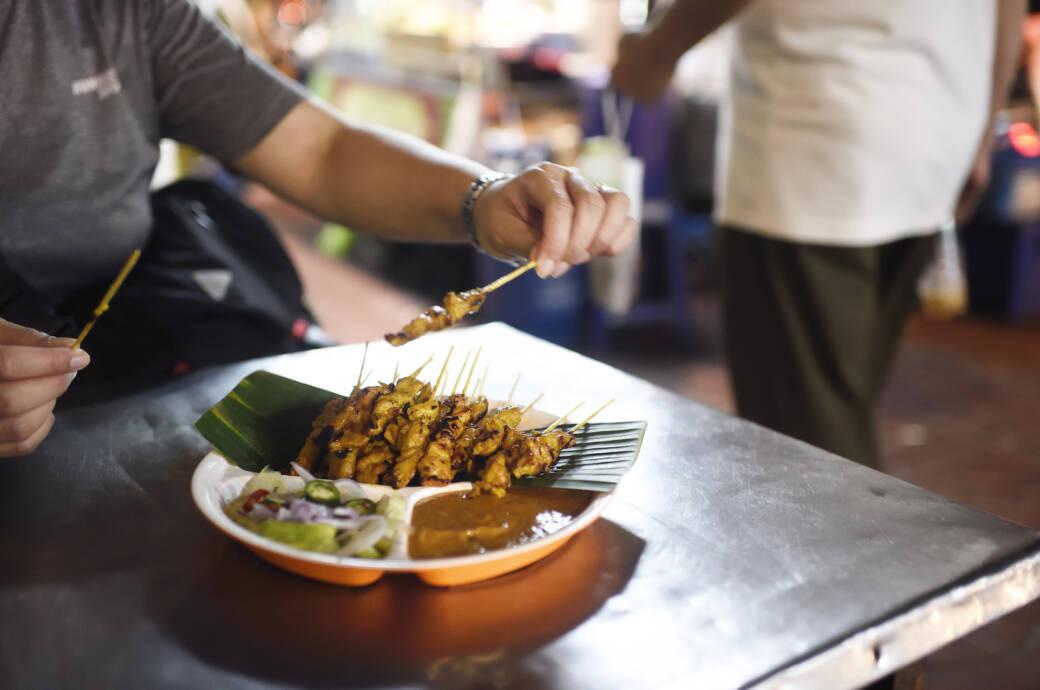 In Bangkok bekommt man unzähligen Streetfood-Ständen gutes und günstiges Essen