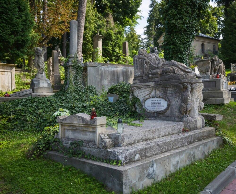 Ein altes Grab auf dem Lychakiv-Friedhof in Lemberg