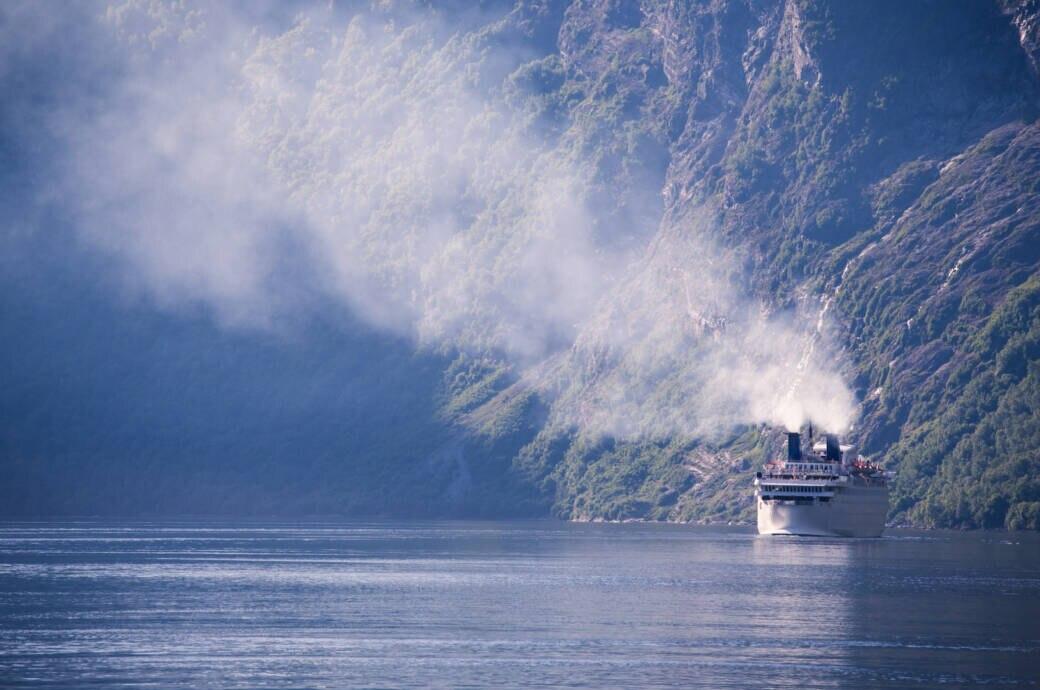 Immer mehr Reedereien setzen auf einen nachhaltigeren Antrieb als Schweröl – doch reicht das aus?