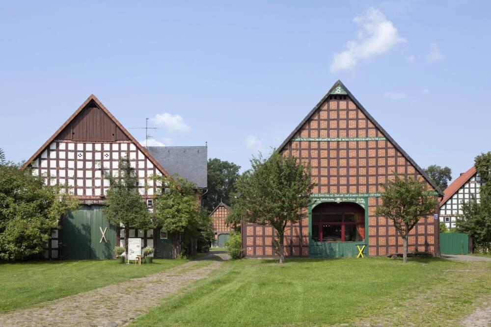 Casas de entramado de madera en Satemin, un típico pueblo redondo en Wendland