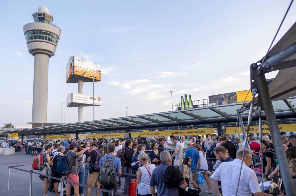 Chaos in Schiphol: Bis zu 30.000 Passagiere am Amsterdamer Flughafen gestrandet