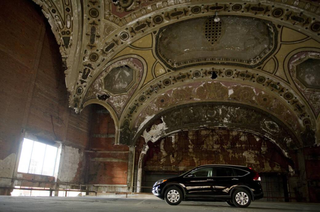 Früher Filmtheater, heute Parkhaus: das Michigan Theatre in Detroit