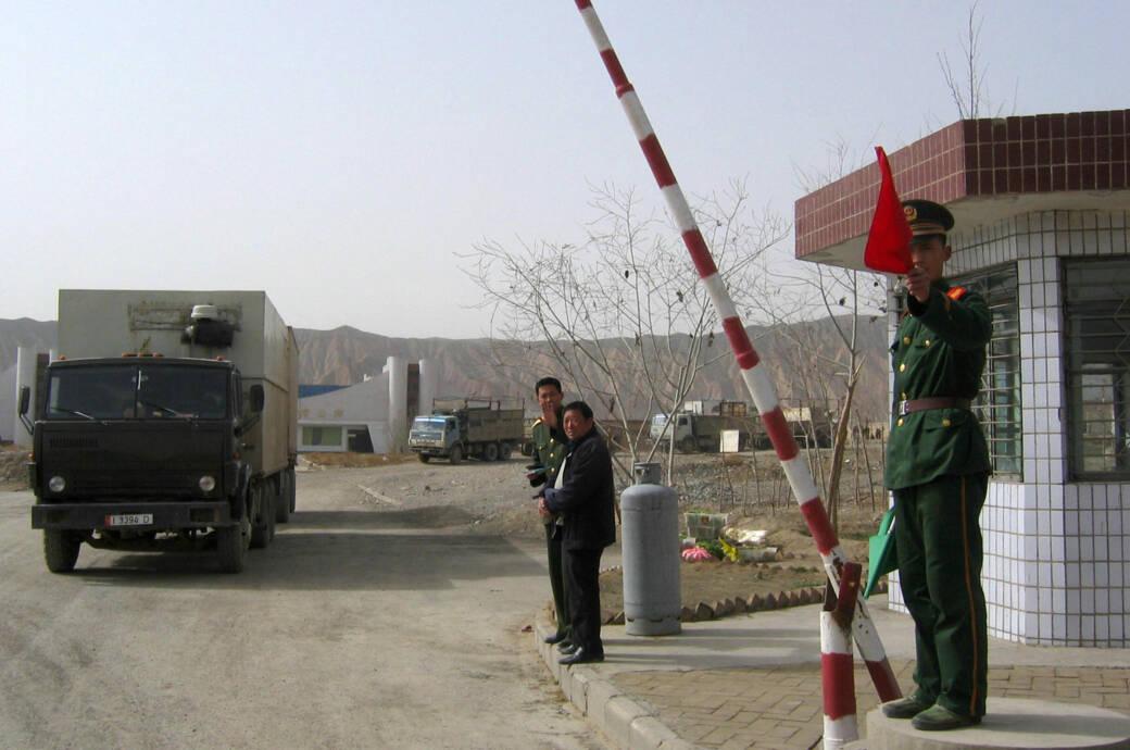 Grenzkontrolle am Torugart Pass
