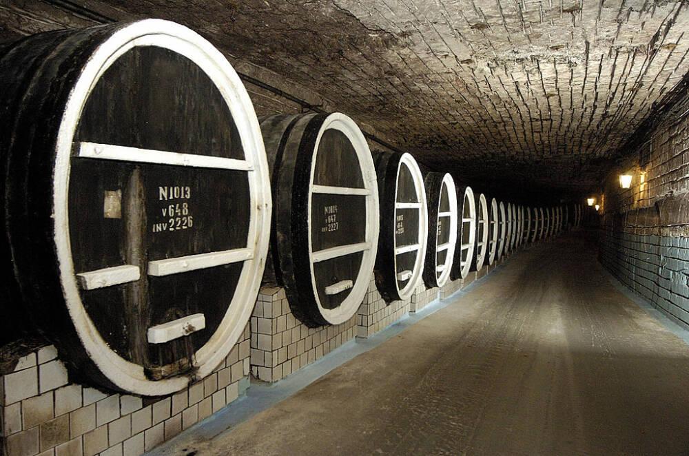 Das Weingut Milestii Mici ist das größte der Welt. Die Tunnel sind insgesamt 200 Kilometer lang, 5 Kilometer können Touristen mit dem Auto erkunden.