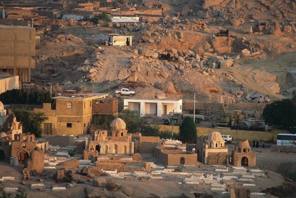 Ruinen in der Nähe der Pyramide