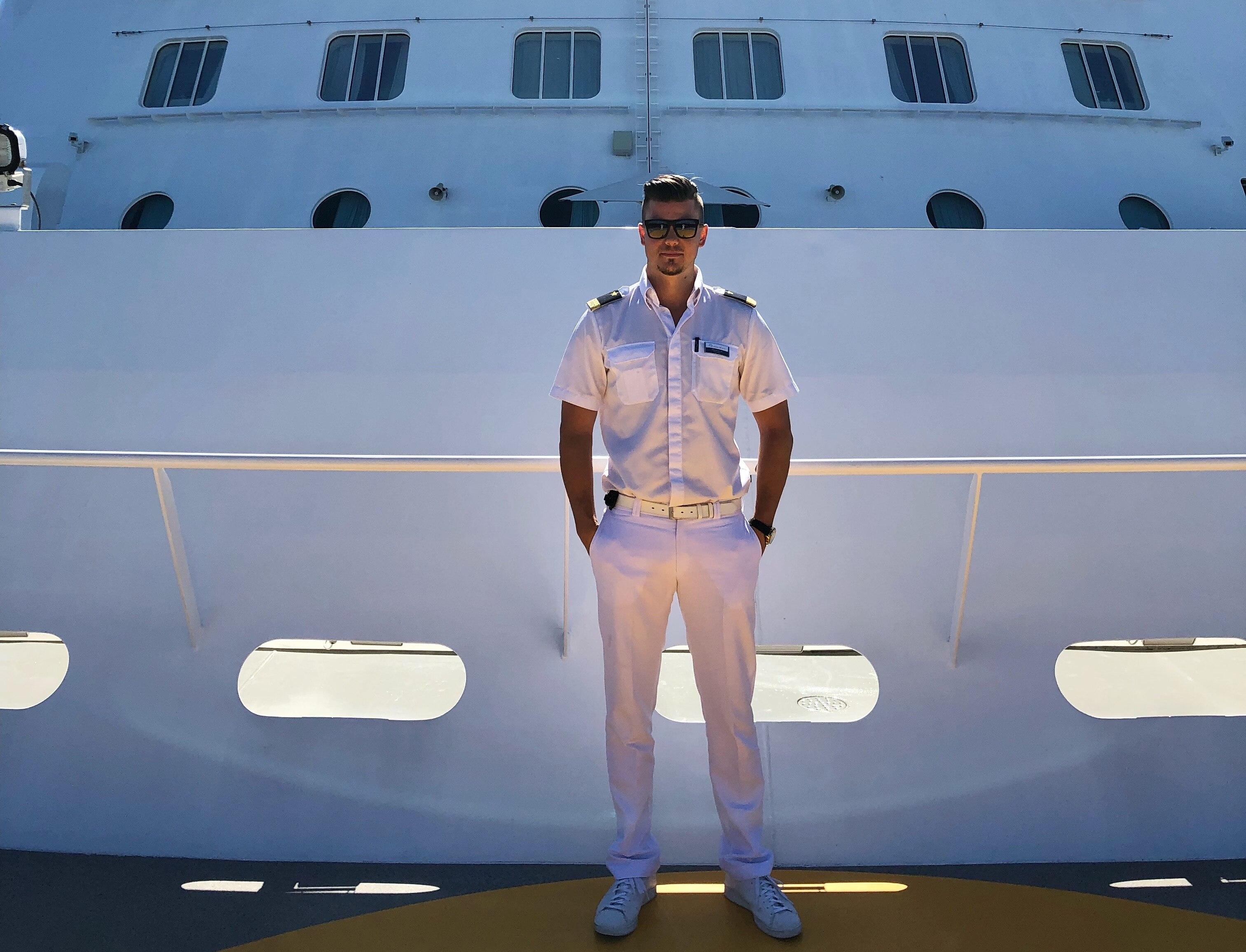 Wie ist es eigentlich, auf einem Kreuzfahrtschiff zu arbeiten, Officer Phil?