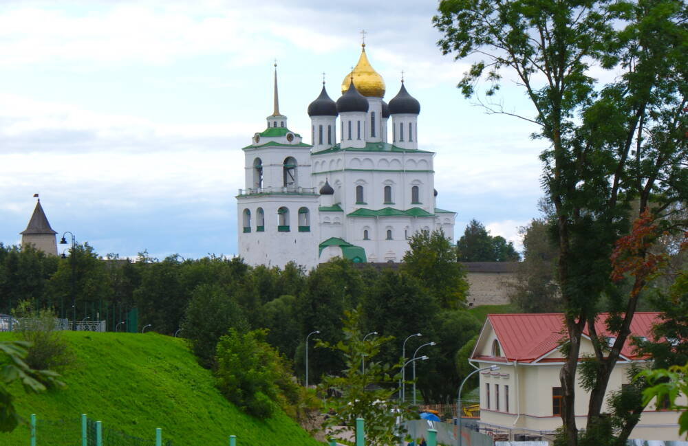 Ensemble of the Kremlin: the Trinity Cathedral in Pskow