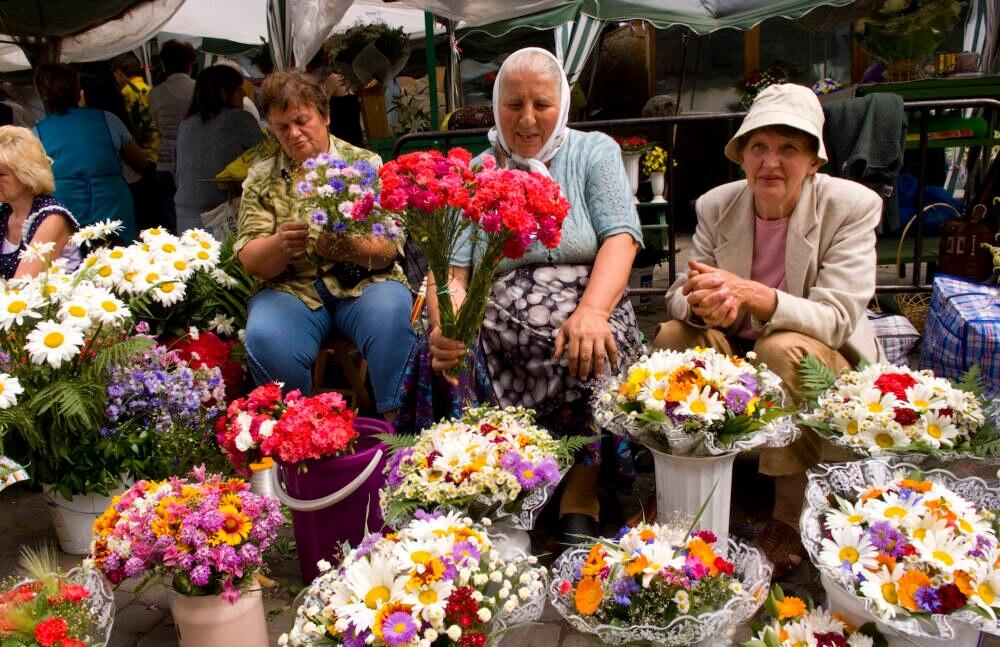 Lemberger Frauen verkaufen Blumen