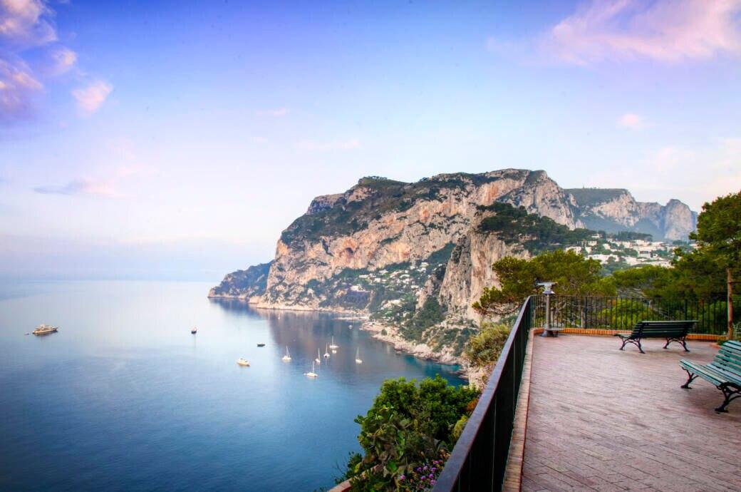 Traumhaft: der Blick auf die italienische Insel Capri