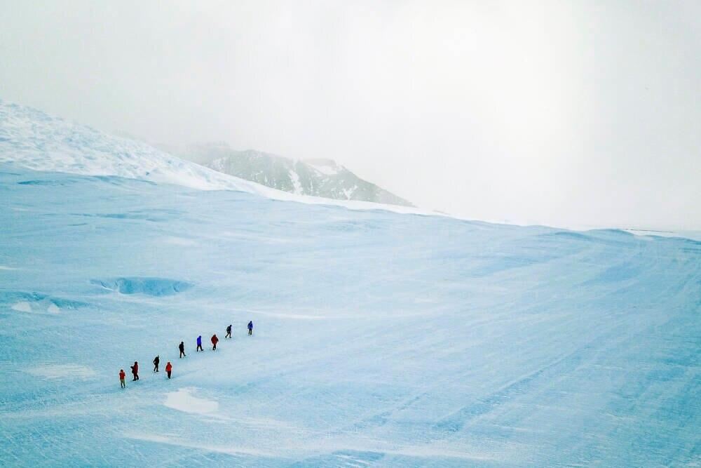 """Auch zum """"Drake Icefall"""" werden die fünf Bewerber mit der Forscherin wandern"""