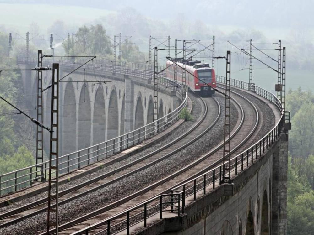 Blick auf die S-Bahn