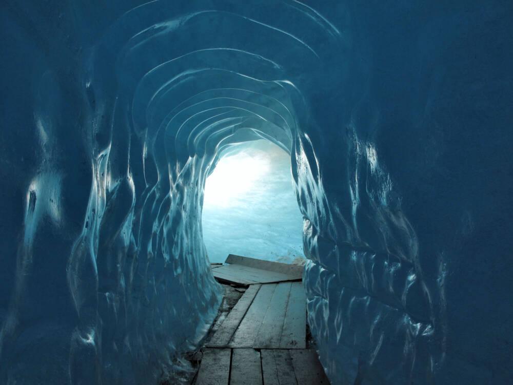 Die Eisgrotte des Rhonegletschers