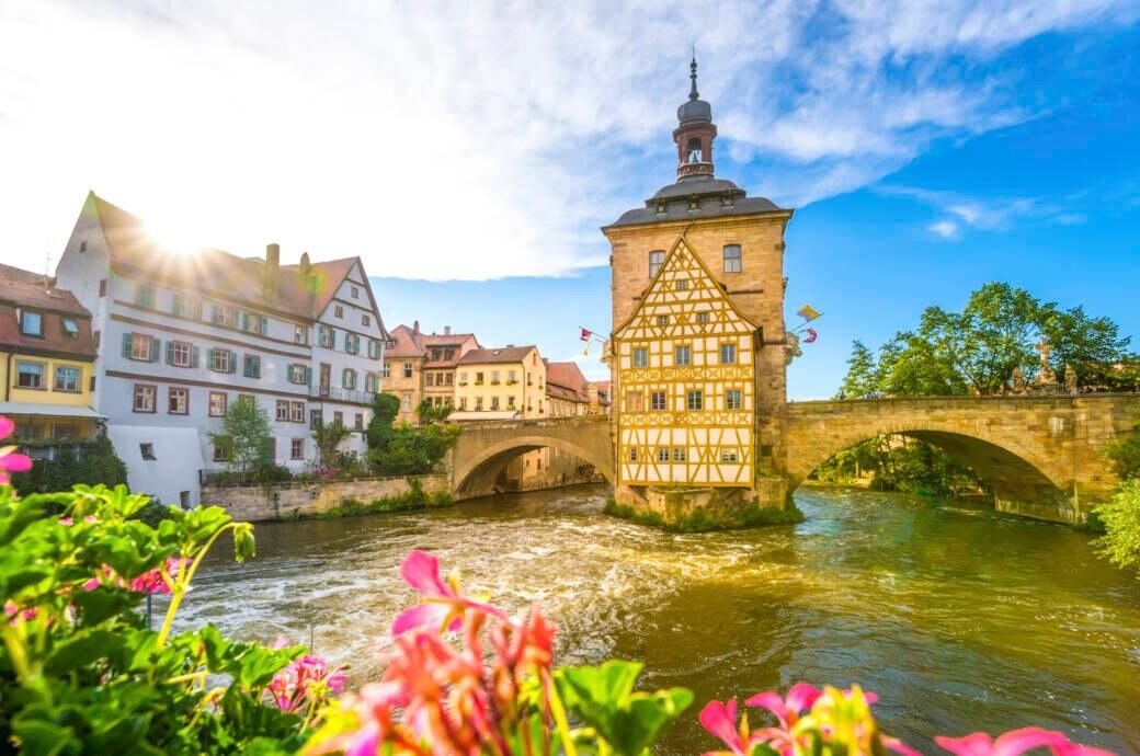 Das alte Brückenrathaus in Bamberg ist Teil der historischen Altstadt