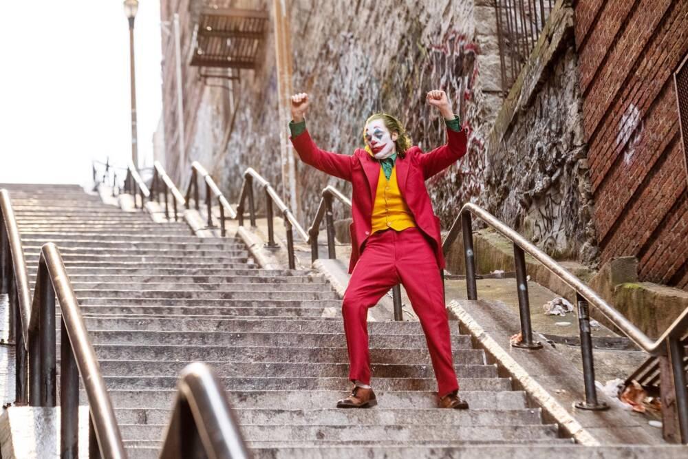 Joker Tanz auf der Treppe