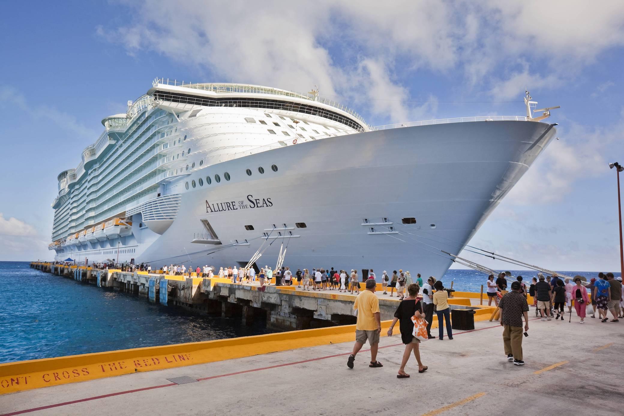 Frau fliegt wegen Foto vom Kreuzfahrtschiff