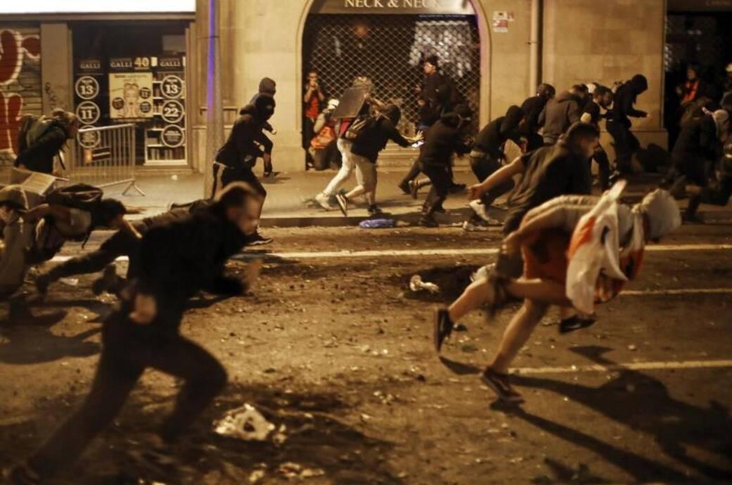 Flugausfälle und blockierte Straßen in Barcelona