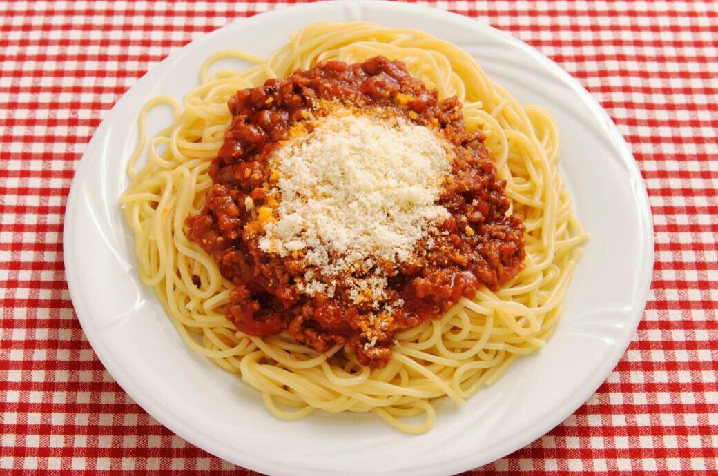 Spaghetti Bolognese mit Käse