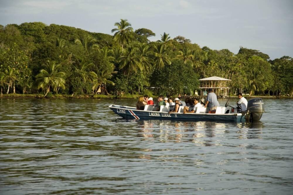 Touristenboot Kanal Tortuguero