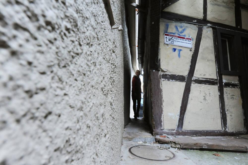 Bauch einziehen! Die engste Straße der Welt in Reutlingen