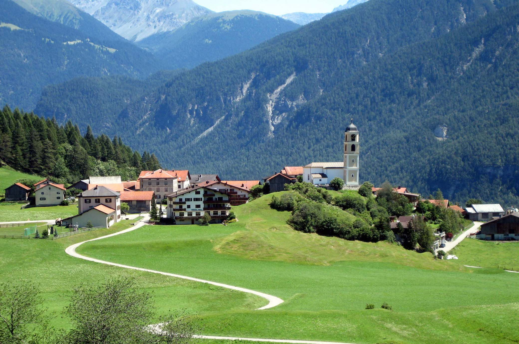 Dieses Schweizer Bergdorf rutscht einen Meter pro Jahr ab