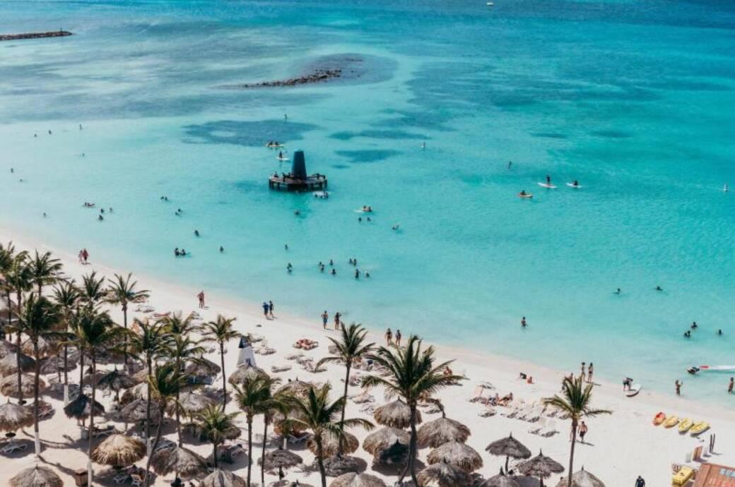 Blick auf einen Strand von Aruba