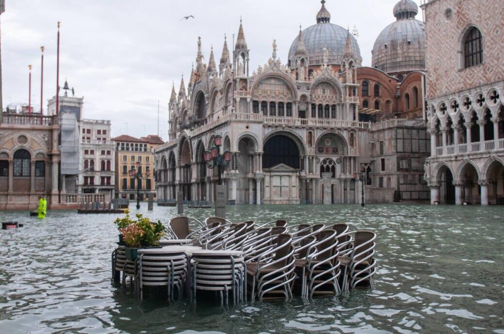 Flut in Venedig in Italien