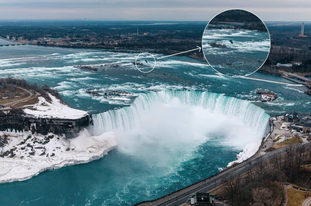 Seit Jahrzehnten auf Niagara-Fällen feststeckendes Boot bewegt sich