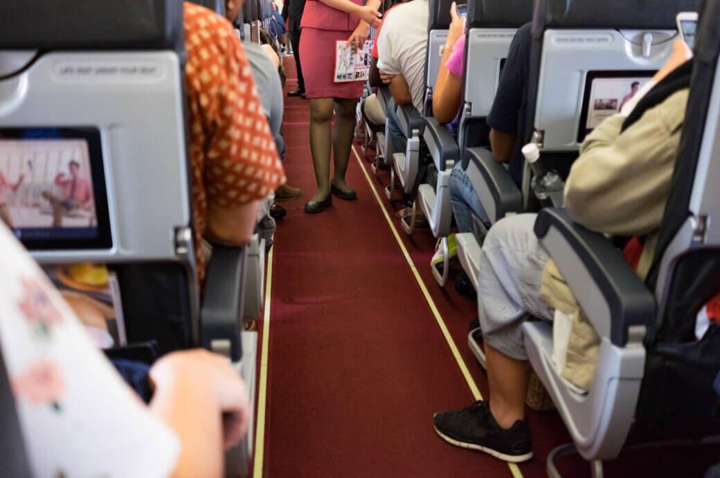 Flugbegleiter erleben während ihres Berufsalltags täglich neue Situationen im Kontakt mit Passagieren