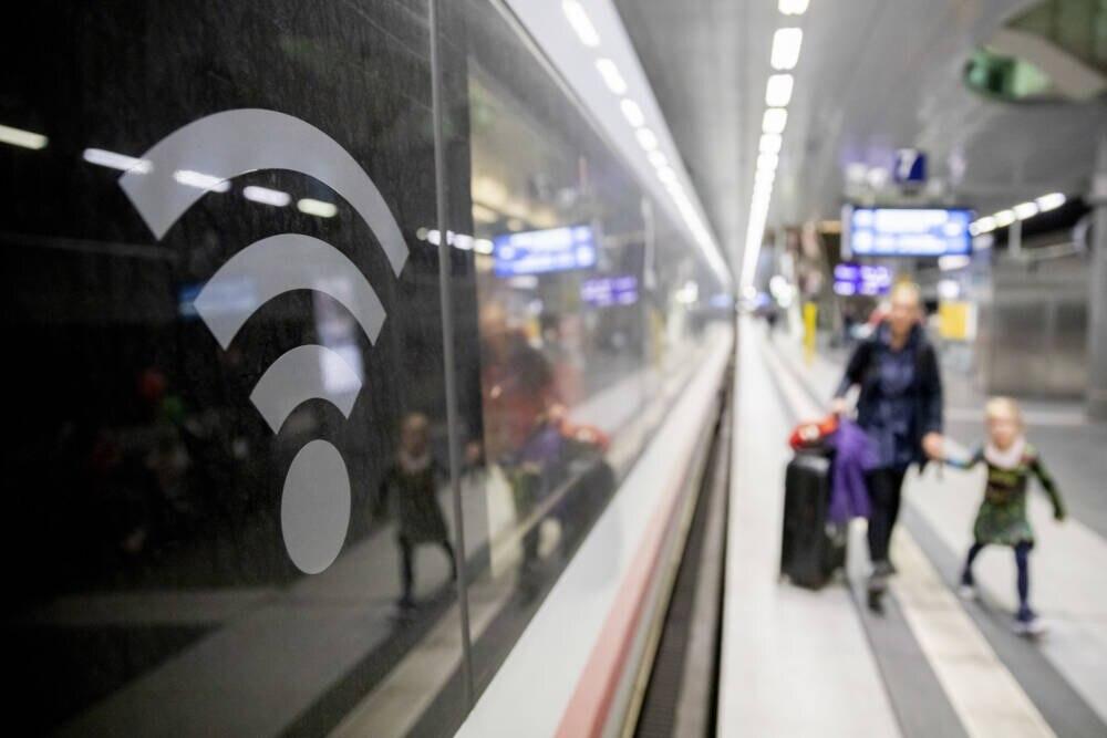 Das WLAN an Bord von Zügen der Deutschen Bahn soll sich in diesem Jahr verbessern