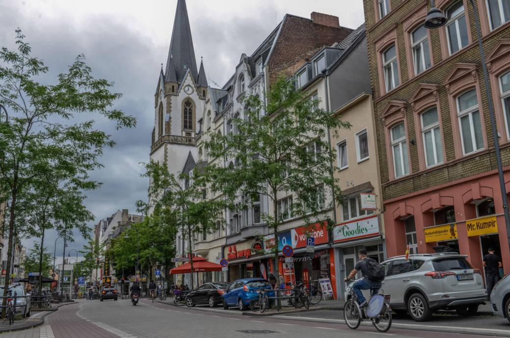 Die Venloer Straße in Köln-Ehrenfeld