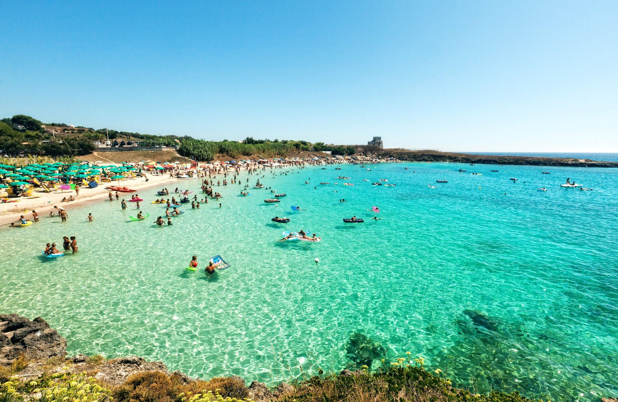 Ein Meer wie in der Karibik finden Urlauber an der Innenseite des Stiefelabsatzes zwischen Gallipoli und Taranto
