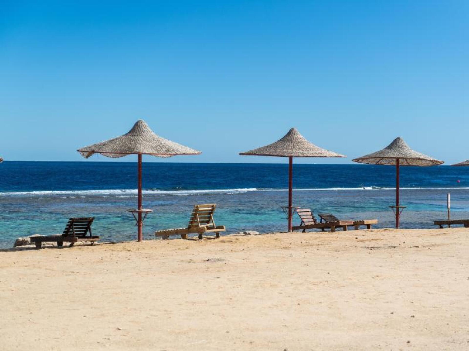 Leerer Strand in Ägypten