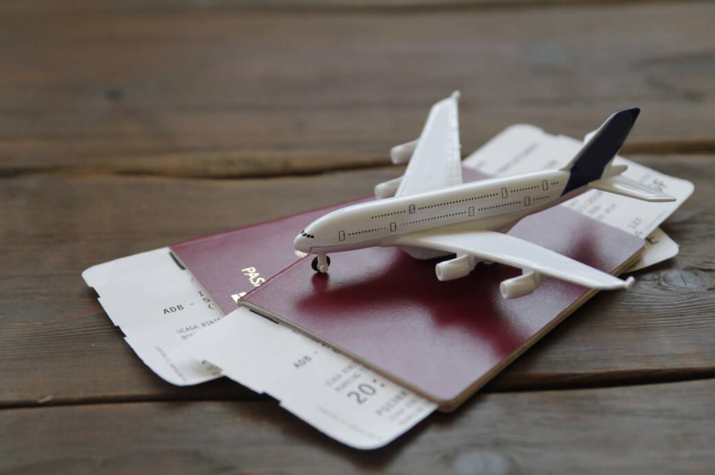 Viele Flüge sind momentan storniert worden. Als Entschädigung bieten die meisten Airlines Gutscheine an. Sollte man sie annehmen?