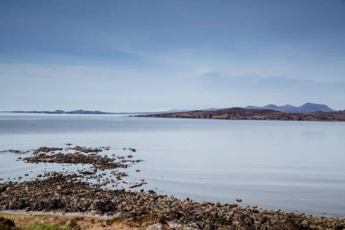 Blick auf Gruinard Island von der Küste aus