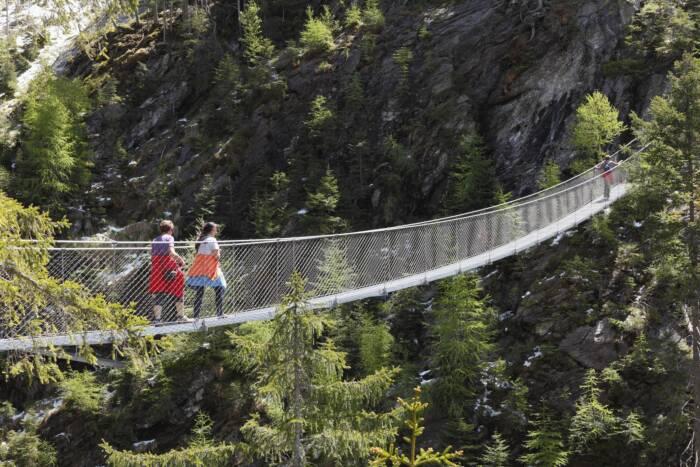 Hängebrücke über dem Riesachfall im Naturpark Sölktäler