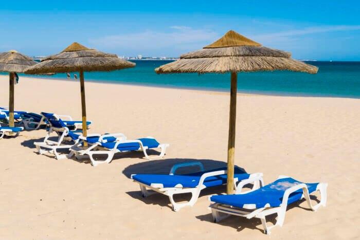 Der Meia Praia ist der größte Strand der Stadt Lagos