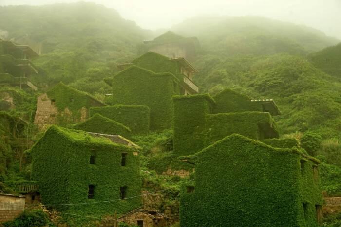 Häuser des verlassenen Fischerdorfes auf der Insel Shengshan
