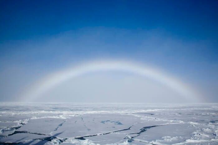 Ein Nebelbogen über dem Nordpol