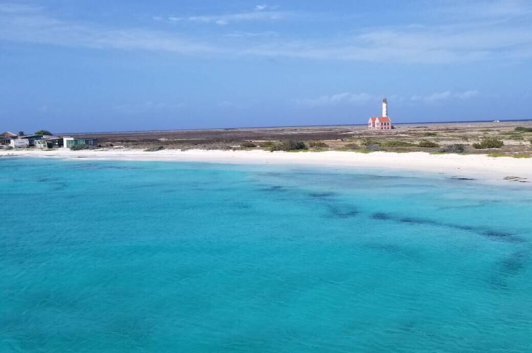 So traumhaft das Meer um Klein Curacao ist, so tragisch ist die Geschichte der Insel