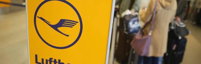 Je nach Tarif können Fluggäste der Lufthansa ein bis zwei Handgepäckstücke kostenlos mit an Bord des Flugzeugs nehmen