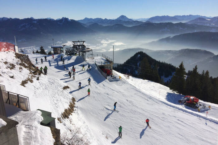 Skiläufer auf dem Brauneck