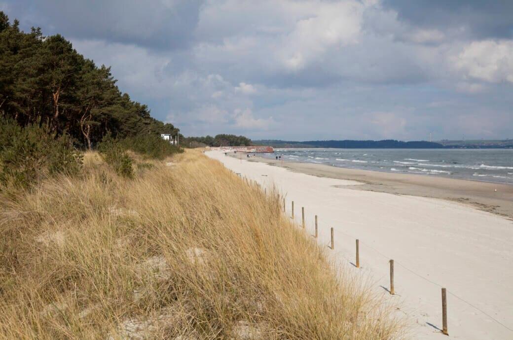 Der Naturstrand von Prora ist der schönste Strand an der deutschen Ostsee, wenn es nach den TRAVELBOOK-Lesern geht