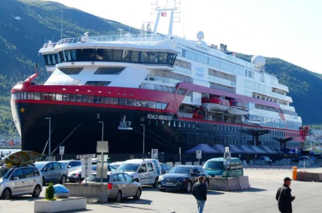 "Hurtigrutenschiff ""Roald Amundsen"""