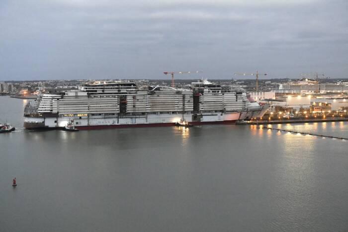 Das größte Kreuzfahrtschiff der Welt im Wasser