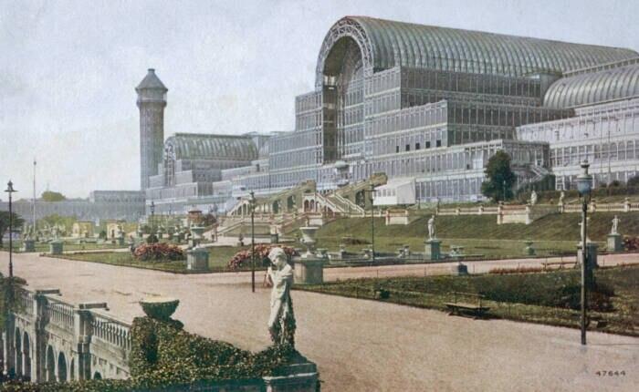 Diese nachträglich kolorierte Aufnahme des Crystal Palace entstand um das Jahr 1900