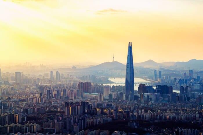 Der Lotte World Tower ragt weithin sichtbar über Seoul und bietet eine Nutzfläche von rund 304.000 Quadratmetern